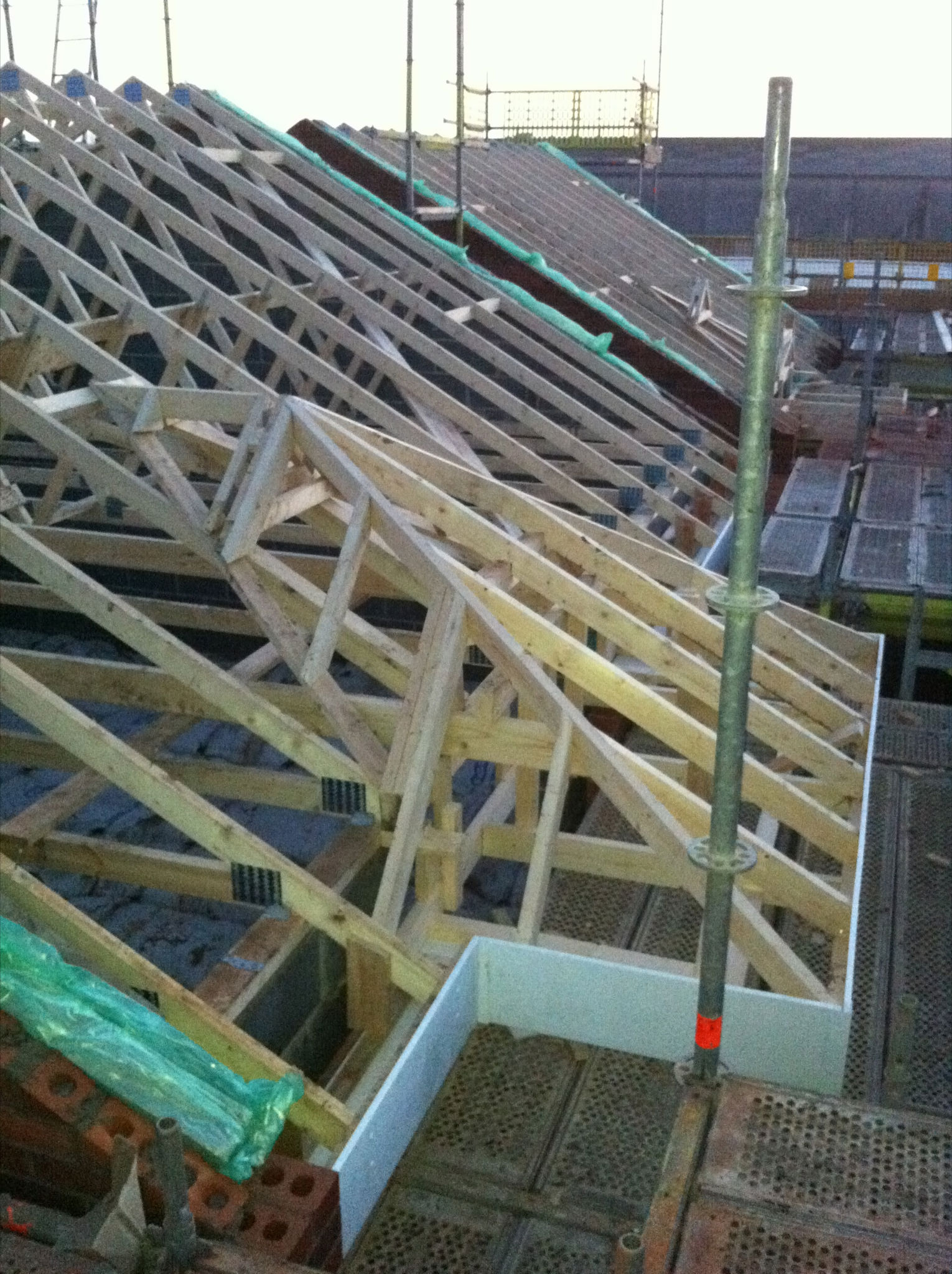 Low Level Roof Truss Roof Work With Traditional Bay Window .